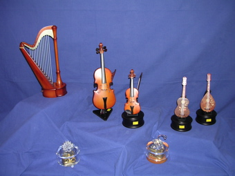 Boîtes à musique, bois et cristal